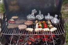 Rodinné stříbro na talíři - Ztracené syrečky na grilu